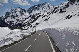 . Rohtang pass only allows visitors for 7 months-Book Shimla manali package tour accordingly