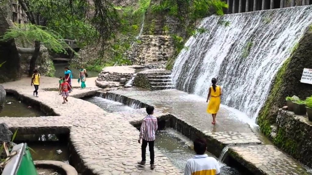 famous spots such a Sukhna lake, Rose garden and rock garden in Chandigarh- with roaming routes
