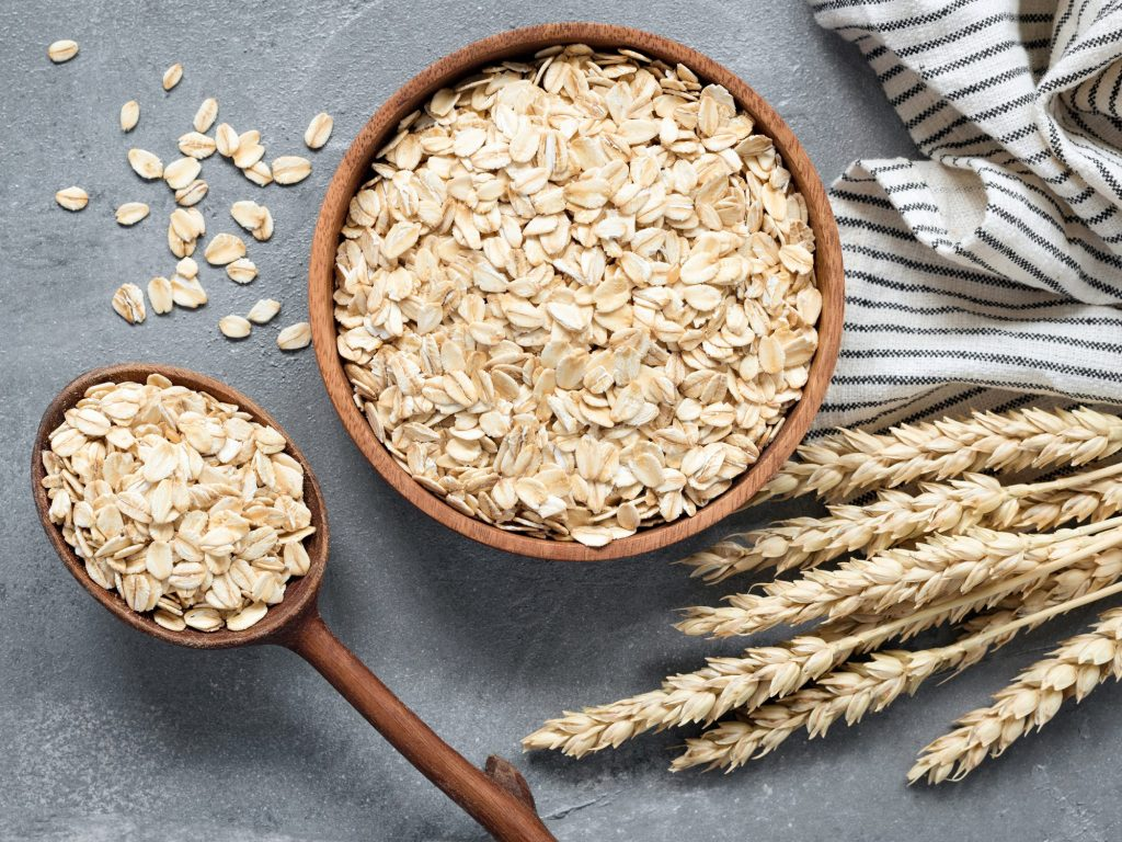 Rolled oats filled with fiber and help to lose fat